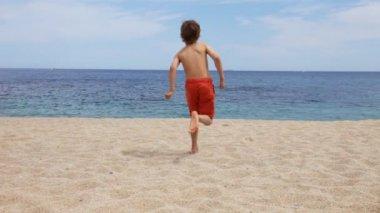 Boy on beach — Stock Video