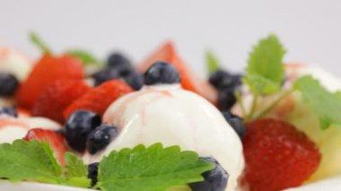 Ice cream and berry fruit — Stock Video