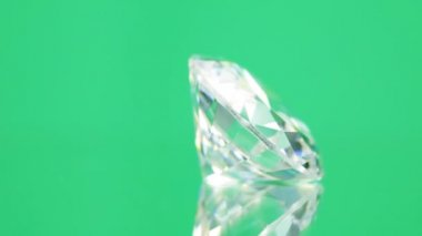 Diamond on green background — Stock Video