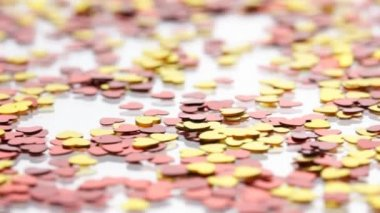 Red and golden hearts confetti — Stock Video