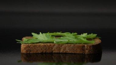 Voorbereiding van sandwich — Stockvideo