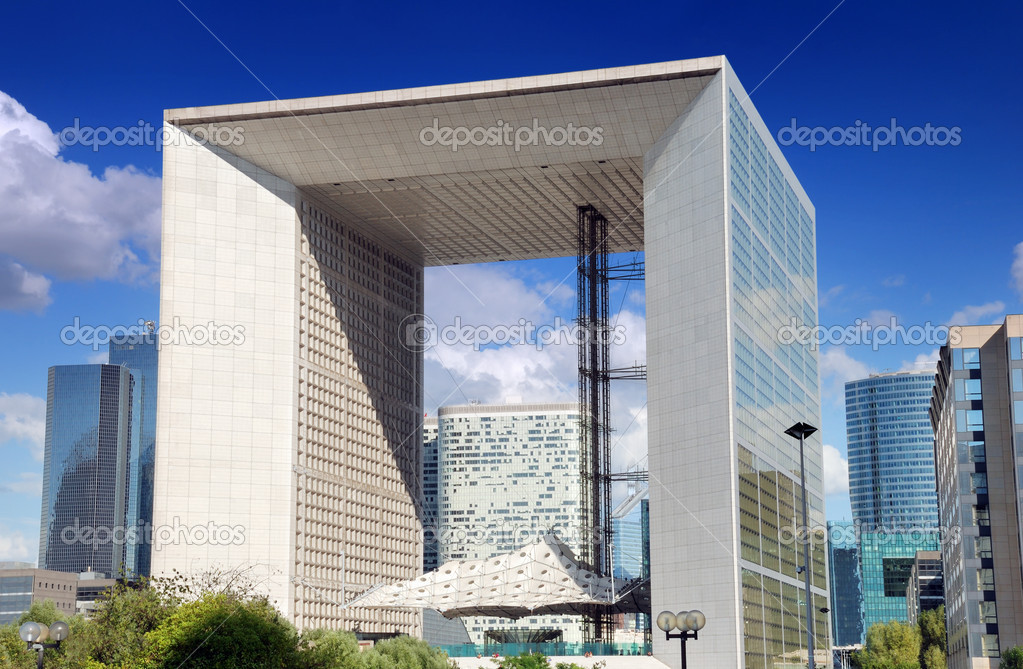 Grand Arch (La Grande Arche de la Defense) in Paris, France. Grand Arch is the central and iconic building of La Defense. — Stock Photo #12823070
