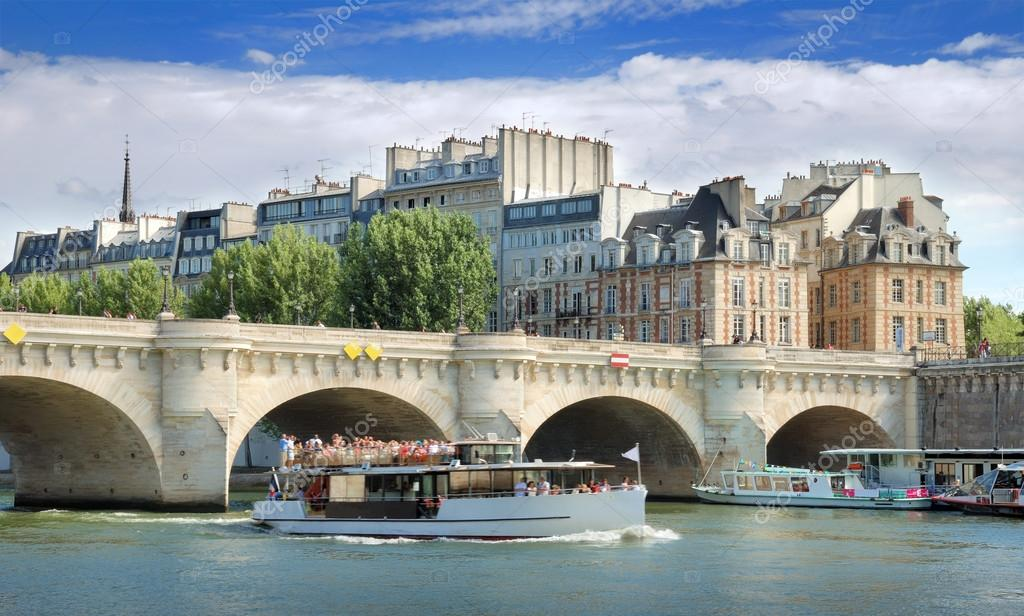 The Pont Neuf (New Bridge), the oldest standing bridge across the river Seine in Paris, France. — Stock Photo #13338783