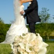 Wedding bouquet and couple - Stockfoto