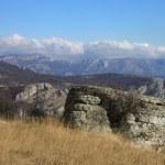 Dolmen in Crimean mountains — Stock Photo