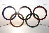 Olympic rings over sea — Stock Photo