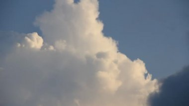 Cumulus cloud transforming in the time-lapse — Stock Video
