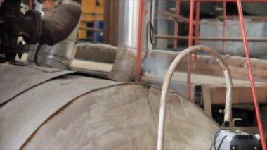 Dampf-Leck von industriellen Kessel — Stockvideo
