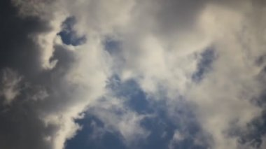 Clouds transforming in sky — Stock Video