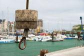 żuraw w porcie dieppe — Zdjęcie stockowe