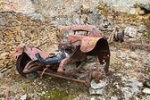 Rusty old car Oradour sur Glane — Stock Photo