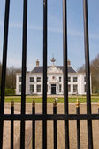 Estate Beeckestijn behind the fence in Holland — Stock Photo