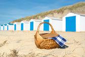 Piknik na plaży z chaty niebieski — Zdjęcie stockowe