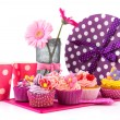 Birtday cupcakes and flowers — Stock Photo