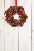 Christmas wreath on wooden wall — 图库照片