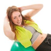 Frau sport mit kugel training der bauchmuskeln — Stockfoto