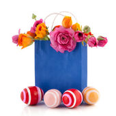 Paper bag flowers and easter eggs — Stock Photo