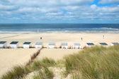 Cabanes de plage bleue à texel — Photo