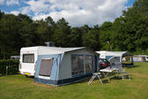 Caravan and shelter at the camping — Stockfoto