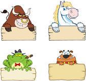 Different Animals With Wood Sign — Zdjęcie stockowe