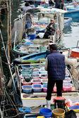 Fishman selling fish — Stock Photo