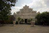 Former palace of indonesian sultan: taman sari castle, jogjakarta — Stock Photo