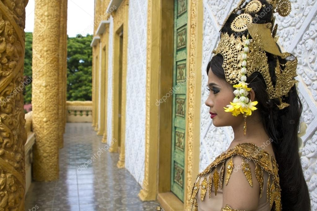Apsara Dancer beautiful supernatural female in asian mythology — Stock Photo #14686987