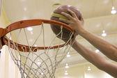 Scoring basket in basketball court — Stock Photo