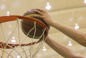 Scoring basket in basketball court — Stock Photo