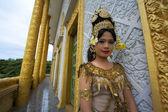 Apsara Dancer Performance in Temple — Stock Photo