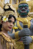 Apsara Dancer Performance in Temple — Stock Photo