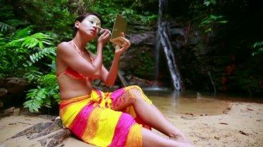 Borneo Rainforest Tribal Culture: Face Painting — Stock Video