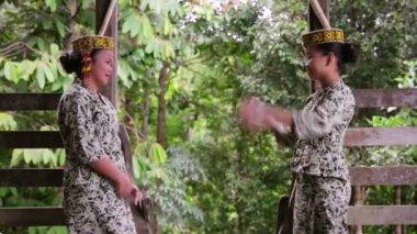 SARAWAK, MALAYSIA - JUNE 2012: Iban tribal girls in longhouse — Stock Video