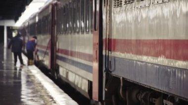 Railway workers on platform — Stock Video