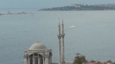 Ortakoy Mosque and picturesque istanbul scene — Stock Video