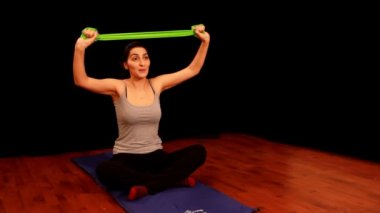 Young woman doing pilates — Stock Video