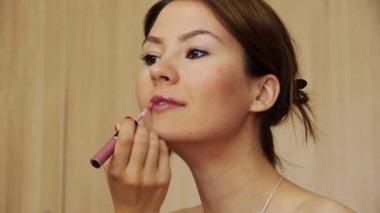 Beautiful girl makeup lipstick — Stock Video