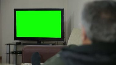 Senior man watching TV — Stock Video