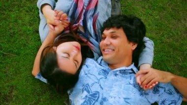 Young couple relaxing — Vidéo