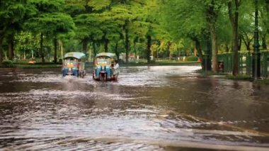 Street under flood — Stock Video