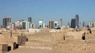 City view from Qal'at al-Bahrain fort — Stock Video