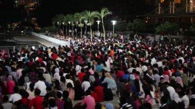 Crowded watching tv in kuala lumpur — Stock Video