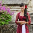 Balinese girl in uluwatu temple, bali, indonesia — Stock Video