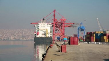 Freight ship moored in the docks of Izmir Harbour — ストックビデオ