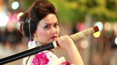 Japanese geisha samurai outdoor — Stock Video