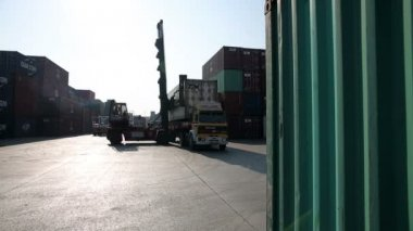 Moving freight containers — Stock Video