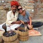 Indian Cobra enchanter and tourist girl — Stock Photo