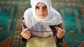 Muslim girl praying — Stock Photo