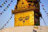 Símbolo de nepal, los ojos de buda en katmandú — Foto de Stock