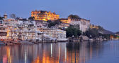 Magnificent view of Udaipur, Rajasthan at night — Stock Photo